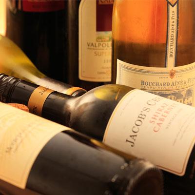 シャンパンやワインも各種ございます