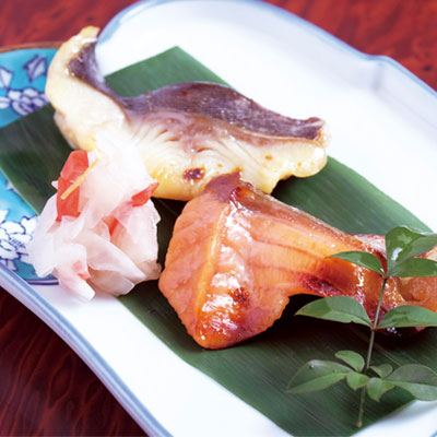 銀ダラと桜マスの西京焼き食べ比べ